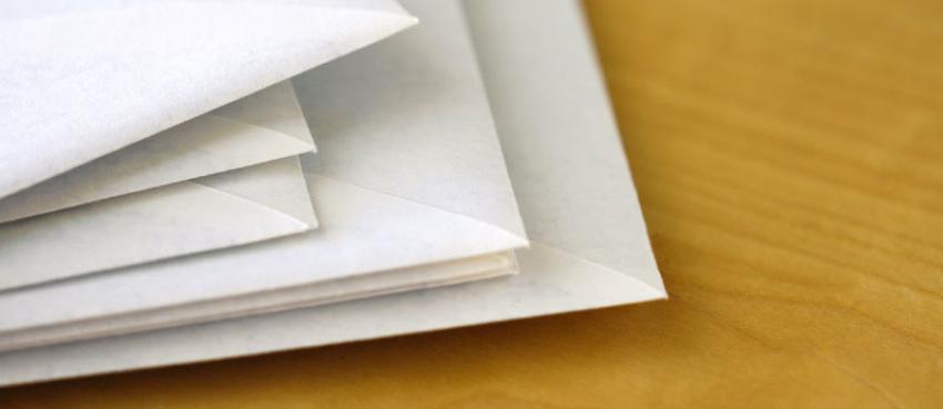 Des enveloppes postales